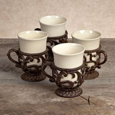 GG Collection Tea and Coffee cups with holder will make your conversations more convenient and regal.