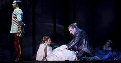 Der Tod (Maté Kameras in Schwarz) will Elisabeth (Roberta Valentini) zu sich locken.