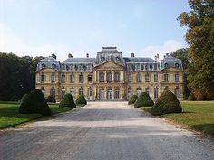 Façade du château de Champlâtreux en septembre 2009 - Castelo de Champlâtreux – Wikipédia, a enciclopédia livre