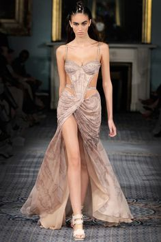 Catwalk photos and all the looks from Kristian Aadnevik Spring/Summer 2015 Ready-To-Wear London Fashion Week Gala Dresses, Event Dresses, Pageant Dresses, Club Dresses, Couture Fashion, Runway Fashion, Fashion Show, Fashion Outfits, London Fashion