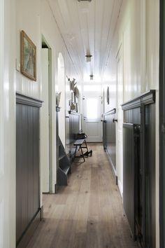 Eiken rustiek planken uitgevoerd in Vermont. Geborsteld, handgeschraapt, fijnbezaagd, gekleurd en wit geolied. Uiteraard verkrijgbaar bij Tomesen Parket & Design. www.tomesen.com