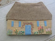 Thread and Tea: Happy Birthday Charles Dickens! Makes this out of felt for a traveling doll house. House Quilts, Fabric Houses, Crochet Cushions, Pin Cushions, Tea Eggs, Tea Cozy, Modern Embroidery, Hello Spring, Tea Cosies