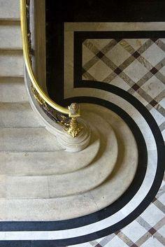 Ob Altbau oder Neubau, das Herzstück des Hauses sollte immer nicht nur funktionell, sondern auch schön und langlebig sein.  http://www.treppen-deutschland.com/marmor-preise-treppen-marmor-preise