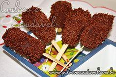 A dica de doce para refrescar é um simples, rápido e delicioso  Picolé de Banana com Chocolate Amargo, bora fazer, hein???  #Receita aqui: http://www.gulosoesaudavel.com.br/2011/10/11/picole-de-banana-com-chocolate-amargo/