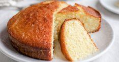 Flavoursome, quick and easy. Lemon and coconut cake Coconut Cake Easy, Lemon And Coconut Cake, Food Cakes, Lob, Baking Recipes, Dessert Recipes, Desserts, Bolos Low Carb, Sponge Cake Recipes