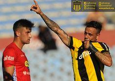 #Peñarol 4-0 #Rentistas   #Estoyanoff celebra su golazo de chilena para el 1 a 0
