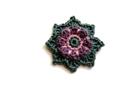 Häkelapplikationen - ○ Häkelblume ○ - ein Designerstück von crochet bei DaWanda