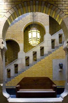 Look through to the stairwell in the Burcht van Berlage. Photo Arjan Bronkhorst: - Look through to the stairwell in the Burcht van Berlage. Art Nouveau Architecture, Beautiful Architecture, Architecture Details, Interior Architecture, Bauhaus, Art Deco Door, Art Deco Buildings, Art Deco Lamps, Brickwork