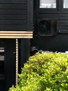 A LUSH GREEN ENTRANCE TO THE HOUSE - Therese Knutsen Entrance Design, Lush Green, Garage Doors, Outdoor Decor, House, Garden Ideas, Home Decor, Outdoors, Gardening
