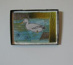 Dolores Duck - embroidered picture in vintage tin Felting, Arts And Crafts, My Arts, Frame, Pictures, Painting, Vintage, Home Decor, Picture Frame