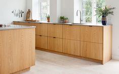 Bauhaus Interior, Double Island Kitchen, Kitchen Dining, Kitchen Cabinets, Interior Decorating, Interior Design, Banquette, Kitchenette, Küchen Design