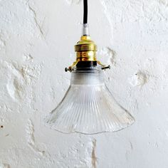 Petite suspension luminaire ancien abat jour transparent en verre strié forme tulipe évasée... http://www.lanouvelleraffinerie.com/plafonniers-suspensions-lustres/1403-petite-suspension-luminaire-ancien-abat-jour-transparent-en-verre-strie-forme-tulipe-evasee.html