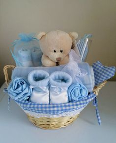 90 beautiful DIY baby shower baskets for presenting homemade gifts. - 90 beautiful DIY baby shower baskets for the presentation of homemade gifts in expensive style – - Baby Boy Gift Baskets, Baby Hamper, Baby Shower Gift Basket, Baby Shower Niño, Shower Bebe, Baby Showers, Basket Gift, Cadeau Baby Shower, Cute Baby Gifts