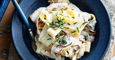 Creamy chicken pappardelle It looks and sounds rich but this pasta is actually low-fat, so forget the guilt and dig in with gusto. Fast Healthy Meals, Quick Weeknight Meals, Healthy Food, Molho Alfredo, Mushroom Pasta Bake, Vegetarian Pasta Salad, Campbells Recipes, Creamy Pasta Recipes