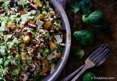 Kaipaan aina perinteisten laatikoiden kaveriksi myös jotain kevyempää lisuketta. Ruokaisa salaatti on oikein oiva vaihtoehto, mikäli kaipaa hieman kevyempää, mutta kuitenkin täyttävää vaihtoehtoa joulupöytään. Tässä ihanassa salaatissa yhdistyvät klassiko