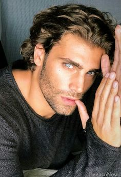 Inspiration for Liam Cooper Beautiful Men Faces, Gorgeous Men, Hair And Beard Styles, Curly Hair Styles, Handsome Italian Men, Italian Guys, Italian Beauty, Curly Hair Men, Attractive Men