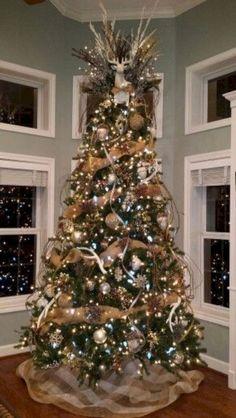 Beautiful Rustic Christmas Trees Decor Ideas (20) Rose Gold Christmas Decorations, Burlap Christmas Tree, Woodland Christmas, Christmas Tree Themes, Noel Christmas, Christmas Tree Toppers, Rustic Christmas, Christmas Tree With Antlers, Christmas Ideas