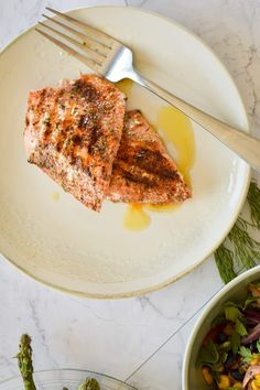 This grilled salmon (with video) couldn't be easier to make and has the best homemade Cajun spice rub that can be made with ingredients you already have in the pantry. Perfect for dinner, this healthy recipe from Slender Kitchen is MyWW SmartPoints compliant and gluten free, low carb, paleo and Whole30. #kidfriendly #makeahead #quickandeasy Cajun Salmon, Grilled Salmon, Healthy Gluten Free Recipes, Paleo, Keto, Slender Kitchen, Spice Rub, Cajun Seasoning, Weight Watchers Meals