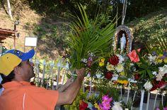 Cúa: Capriles visitó Santuario de Betania y entregó créditos en La Providencia (+fotos)