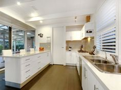 Photo of a kitchen design idea from a real Australian home - Kitchen photo 7708057. Browse hundreds of kitchen photos in the Home Ideas Kitchen galleries.