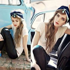 Conseils de mode pratiques, comment porter le foulard glamour, le nouer dans ses cheveux façon sensuelle et féminine comme une star de cinéma.
