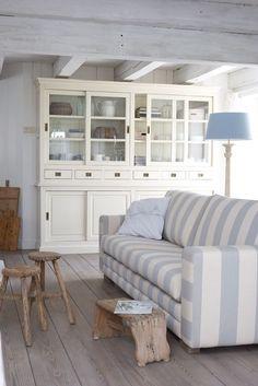 Coastal Style: Beach Cottage | A Touch of Blue #Coastal Livingrooms