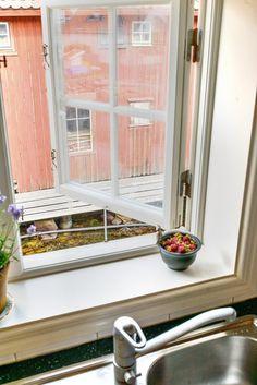 Post: Las casas de vacaciones junto al mar que encantan a los nórdicos --> blog decoración nórdica, casas de vacaciones nórdicas, casitas de madera, casitas de verano suecas, costumbres nórdicas, decoración exteriores, decoración interiores, vacaciones nordicas, Suecia