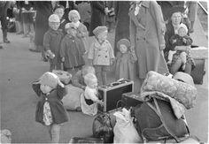 Evakkoja 21.6.1941 Riihimäki. SA-kuva-arkisto. - Evacuees - SA-image archives.