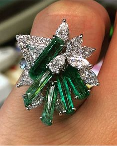 A rough emerald and diamond cocktail ring using 5 'no oil' Chivor mine stones, designed and handmade by our Shanghai jewellery partner So close to perfect Emerald Jewelry, Diamond Jewelry, Jewelry Rings, I Love Jewelry, Fine Jewelry, Jewelry Design, Emerald Rings, Unique Jewelry, Jewlery