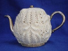 """A pinner sys, """"The pattern fits a 3/4 L / 25 fl. oz tea pot, but can be adjusted to a larger pot by adding a couple of stitches to each end of the side panels and repeating the 4 pattern rows three times instead of twice - or by simply using larger needles and yarn."""