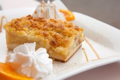 This delicious Italian apple crumble cake is ideal to enjoy for an afternoon break with a cup of coffee or tea, or for a breakfast. It is easy and simple to prepare – you will need just 10 minutes to … Apple Desserts, Apple Recipes, Baking Recipes, Dessert Recipes, Grandma's Recipes, Round Cake Pans, Round Cakes, Apple Crumble Cake, No Bake Cake