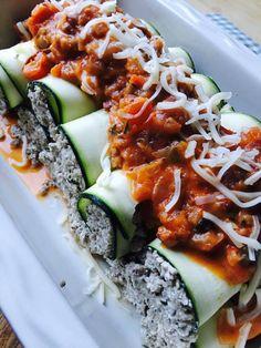 Low Carb gefüllte Zucchini Cannelloni mit Hackfleisch-Frischkäse-Füllung mit Tomatensoße und Käse zum überbacken