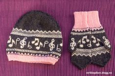 Sangfuglen vi har i familien har lenge ønska seg et sett med lue og votter med noter på, noe lign... Knitted Animals, Knitted Hats, Baby Barn, Knit Crochet, Crochet Hats, Bonnet Hat, Handicraft, Headbands, Needlework