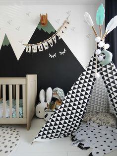 Zo leuk, deze kinderkamer voor een jongen met een stoere tipi en een muurschildering met bergen. Toddler Room Decor, Toddler Rooms, Baby Boy Rooms, Kids Decor, Baby Room, Kids Bedroom Designs, Kids Room Design, Stylish Themes, Diy Nursery Decor