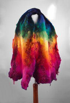 Gefilzter Schal Nunofilz Schal Multicolor Schal Filz Nunofilz Nuno Boho Folk Tuch Stola Gefilzt Viel schoener als auf dem Bild! Ein Schal aus unserer Werkstatt. Handgefilzt mit Seide. Weich - es kann wunderbar gebunden und gewickelt werdem , auf sehr viele Arten getragen. DEr Schal kann eine Kaputze, ein Gurt oder Kragen sein. Seide und hochwertigste Merinowolle sind unsere robusten Materialien, das Resultat ist wunderbar anschmiegsam und dennoch enorm widerstandsfaehig, gut zu formen. Der…