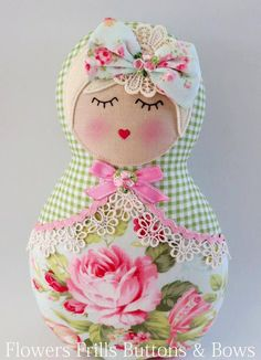 Out of fabric, using a large rose print on the lower body. Matryoshka Doll, Kokeshi Dolls, Felt Dolls, Doll Toys, Softies, Felt Crafts, Fabric Crafts, Waldorf Dolls, Stuffed Toys Patterns
