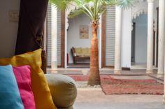 Découvrez le riad Azahra à Rabat. #rabat #maroc #morocco #riad Le Riad, Bean Bag Chair, Patio, Curtains, Furniture, Home Decor, City, Places, Morocco