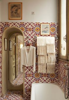 Inspiring Interiors from Leslie Williamson's New Book. Cool bohemian bathroom with azulejos tiles. Bathroom Inspiration, Interior Inspiration, Interior Ideas, Ikea Interior, Boho Inspiration, Interior Office, Interior Colors, Bohemian Bathroom, Deco Design