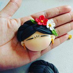 Frida Cute Polymer Clay, Cute Clay, Fimo Clay, Polymer Clay Charms, Polymer Clay Jewelry, Eid Crafts, Clay Crafts, Polymer Clay Embroidery, Kids Fashion Blog