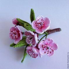handmade broche.  Fim de cereja.  Fada da flor.  Mestres justas.  broche de flor, Presente a uma mulher, LCA fio (DMS)