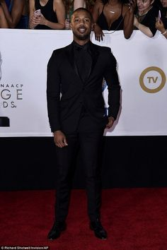 Also on the red carpet was Boseman's movie co-star Michael B. Jordan who chose an all-black outfit pairing a black shirt and bow tie with a tuxedo suit Black Suit Black Shirt, Black Prom Suits, All Black Tuxedo, Black Outfit Men, Black Men, Outfits Hombre, Wedding Suits, Tuxedo Wedding, Sharp Dressed Man