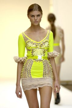 Trend: Neon / Description: Detailed yellow body con frill mini dress Christopher Kane first collection! Passion For Fashion, Love Fashion, Runway Fashion, High Fashion, Womens Fashion, Fashion Design, Fashion Trends, Haute Couture Style, Spring Couture
