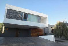 Encuentra las mejores ideas e inspiración para el hogar. Casa TL por ze|arquitectura | homify