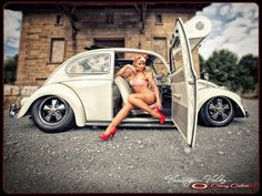 Nice Cars girl 2019 Vw beetle pinup hot hot hot Cali life XBrosApparel Vintage Motor T-shirts VW. Vw Bus, Sexy Cars, Hot Cars, Carros Vw, Sexy Autos, Combi Wv, Van Vw, Kdf Wagen, Bus Girl