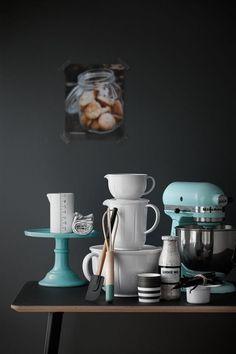 Die Grand Cru Melamin Kollektion von Rosendahl bringt uns diesen wunderbaren klassischen Stil aus Omas Zeiten zurück in die Küche. Der Rührbecher erstrahlt im Grand Cru typischen Design und das Melamin verbindet diesen feinen rustikalen Charme mit der nötigen Widerstandsfähigkeit und Leichtigkeit.