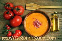 Te heet om te koken? Maak dan snel dit salmorejo recept zodat je een kwartiertje later zal genieten van een heerlijk vullende koude tomatensoep.