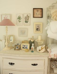 """Love the """"shabby chic"""" feel of this room, so bright and sweet looking. Also like the vintage/rustic feel. by Esraa Yasser Comedor Shabby Chic, Shabby Chic Dining, Diy Home Decor Rustic, Vintage Home Decor, Vintage Room, Bedroom Vintage, Vintage Style, Shabby Bedroom, Vintage Inspired"""