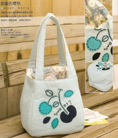 nice square Tote, small - has pattern in japanese