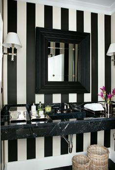 modernes schwarz-weißes Badezimmer