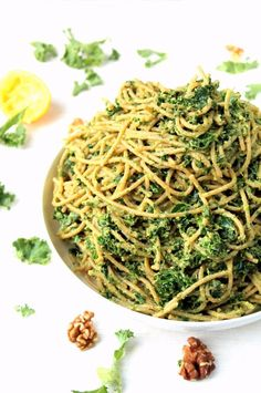 This quick, easy kale avocado pesto pasta is a deliciously simple recipe, with a creamy texture and tons of flavor. A super healthy but comforting vegetarian and vegan pasta dinner! Kale Recipes, Pasta Recipes, Vegetarian Recipes, Cooking Recipes, Healthy Recipes, Vegan Vegetarian, Healthy Pesto, Vegan Raw, Cooking Tips